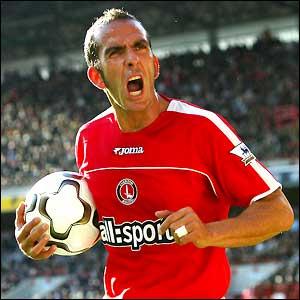 Paolo Di Canio con la maglia del Charlton
