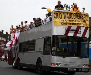 L'autobus aperto per festeggiare la promozione in Isthmian Division nel maggio del 2009 - copyright Cray Wanderers